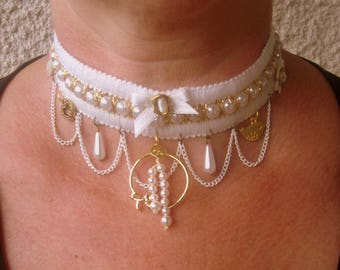So chic, white and gold ADORNMENT... style Victorian