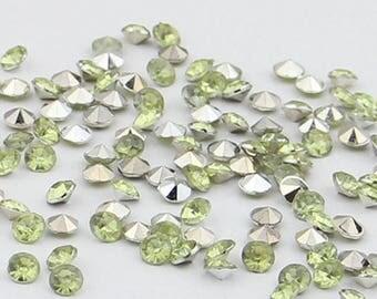 Cabochon resin (x 40) light green rhinestones