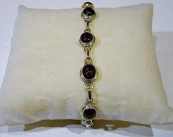 Bracelet in silver and Garnet stone.