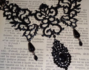 Arabesques in black (necklace)