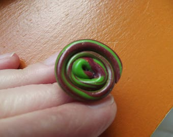 Green and rust colored snail ring
