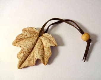 Leaf hanging - embellishments - nature (A)