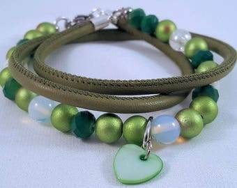 Beaded leather wrap bracelet made of wax, glass and facet beads, stainless steel carabiner closure