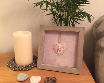 """Elegant Natural Box Frame 7"""" x 7"""" with Vintage Style Heart"""