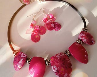 Pink dyed floral jewelry set