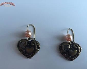 Boucles d'oreilles bronze coeur et perle nacrée rose
