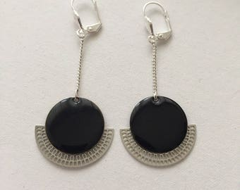 Black lozenge chain earrings