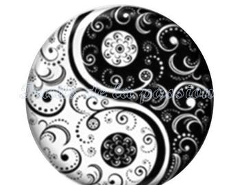 Set of 2 cabochon 16mm round vintage glass, Yin Yang, black and white