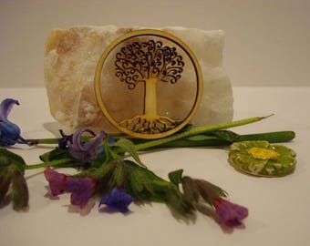 Tree of life 1979 has embellishment of wood for your creations