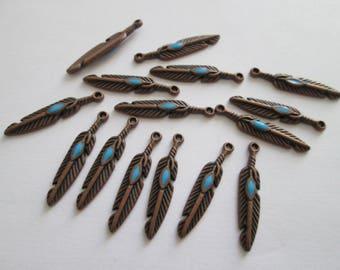 15 breloques plume 26 x 4 mm métal couleur cuivré