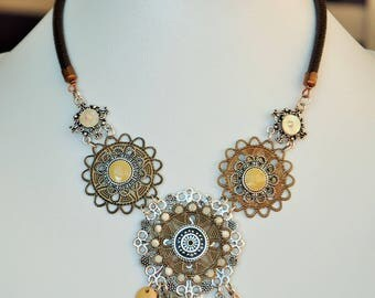 The wind-swept autumn Flower necklace