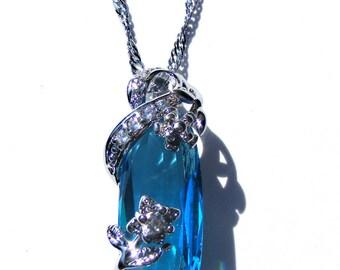 Pendentif argenté cristal bleu aquamarine et strass blanc, chaine argenté.