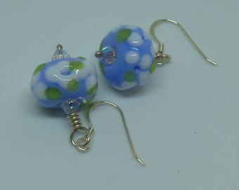 Earrings in blue and white