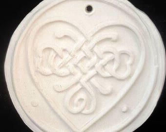 Paint your own Christmas ornament, Celtic Knot Heart, DIY, family project, family tradition, paint, creative, Christmas, Ornament, Celtic