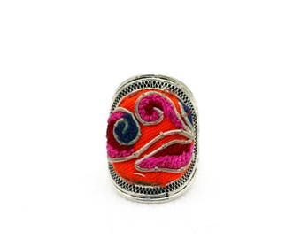Anel de Prata Bordado/ Miao Silver Ring with Hand Embroidery