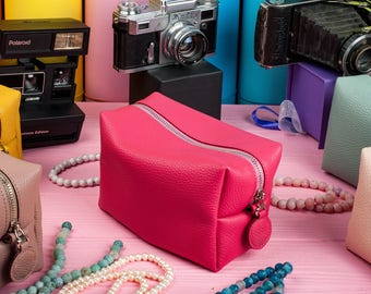 Make up Bag Trending Now Dopp Kit Cosmetic Bag Bridesmaid gift Toiletry bag Makeup case Zip travel pouch Makeup storage Leather makeup case