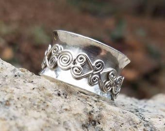Meditation Ring (Filigree Spinner) - size 8 1/2