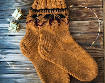 Hand knit wool socks. 100% natural. Made in North Europe. High quality product. Made with love.