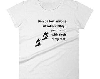 Women's short sleeve t-shirt - Dirty feet