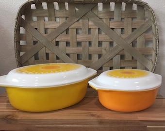 Vintage Pyrex Sunflower 045 and 043 casserole set