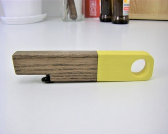 Wooden bottle opener / yellow