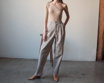 khaki chino trousers / pleated waist trousers / beige pants / 31 W / 3070t / B10