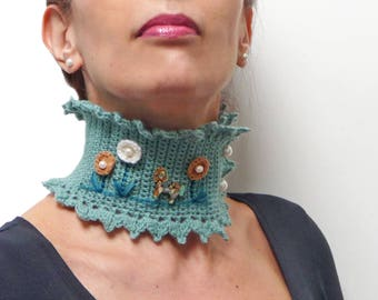 Sage Green Choker Collar Necklace with Little Horse and Big Flowers, Crochet Mint Wool Scarf Neckwarmer, Gift for Animal Horse Nature Lovers