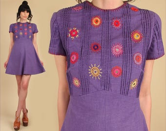 ViNtAgE 60s 70s Mini Dress Indian Cotton Woodstock Era Hand Embroidered Psychedelic Babydoll Floral Scooter Purple Empire Waist Mod Hippie M