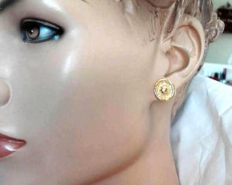 Round Earlobe Studs, Gold Earlobe Posts, Gold Minimalist Posts, Hammered Gold Disks, Hammered Ear Lobe Posts, Sculptured Stud Earrings