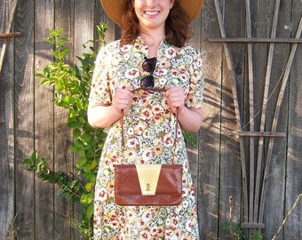 30% MOVING SALE 60s Faux alligator purse / caramel cream shoulder bag / gold chain hardware / Hill and Dale fashion