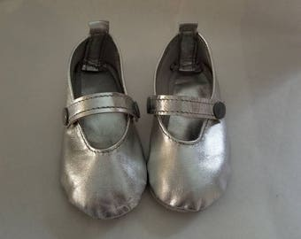 Silver metallic leather soft sole maryjane crib shoes size 3.5 Leather with straps