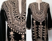 1960s Vintage / 60s VTG Black Velvet & Gold Metallic Tunic Mini Dress Sm