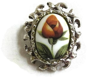 Rose Bud Cameo Brooch or Pin Vintage Red & Green