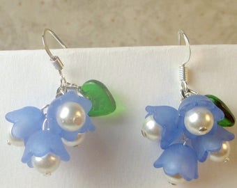 SALE, 50%, Blue lucite flowers with pearl stamin dangle earrings, blue earrings, pearl earrings, dangles, dangle earrings, holiday earrings,