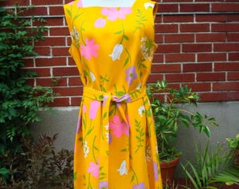 60s Vintage Dress Hard Cloth Sz M Sz L PARK EAST by Swirl