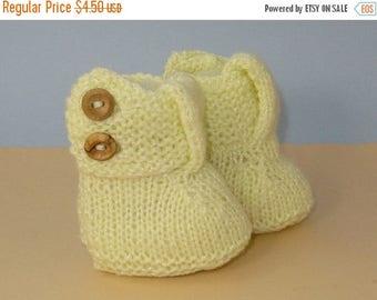 40% OFF SALE Digital pdf download knitting pattern - Easy Baby Big T Bar 2 Button Booties knitting pattern pdf download