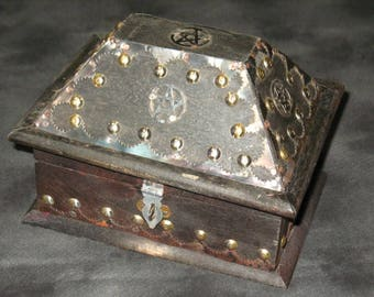 "Old Style Antiqued Pentacle ""Salem"" Box~Wood Altar Box~Tarot Box~Pagan Home Decor"