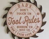 Papas-Opa-personalisiert-TOOL Regeln-nicht Touch EM leihen EM EM Sie nicht sogar auf EM-dunklen Fleck schauen bewegen Sägeblatt