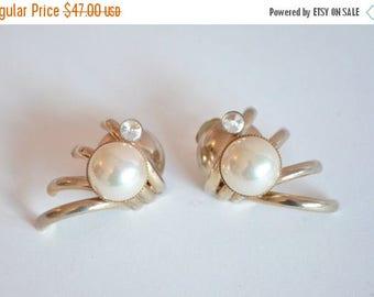 25% off Storewide // Vintage 1980s STATEMENT pearl clipons