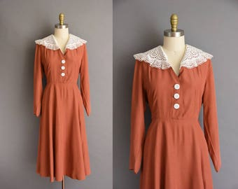 1940s cinnamon eyelet cotton lace collar vintage rayon dress. vintage 40s dress