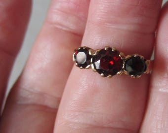 Vintage Yellow Gold Deep Ruby Colored Garnet Ring Size 5 1/2 US