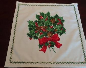"Vintage Christmas Holly Bouquet Theme Pillow Sham 17"" x 17"""