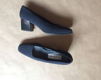 WEEKEND SALE! vintage 90's thick block heel fabric shoe / womens / navy blue / fabric pumps / retro minimalism / normcore / size 7.5