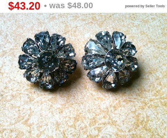 Summer Sale Wedding Vintage rhinestone earrings unsigned Weiss, Wedding Earrings, Flower Earrings, Clip on Earrings, Vintage Bride, Weiss...