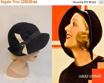 Anniversary Sale 35% Off No Man of Her Own  - Vintage 1930s Navy Blue Felt Cloche/Slouch Hat w/Beige Ribbon Button