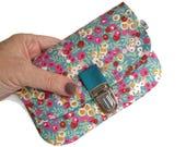 Porte monnaie, pochette, Liberty Wiltshire turquoise et rose , fermeture cartable, porte carte, étui portable