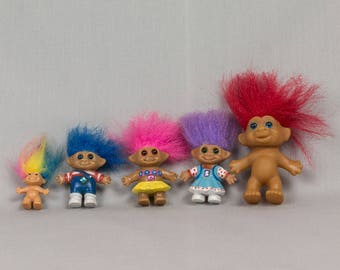 Troll Dolls 5 troll dolls Rainbow, Blue, Pink, Purple, Red hair 1 inch to 2 1/4 ins tall 2 Naked 3 with molded clothes Excellent conditionj
