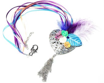 Necklace shabby heart chiseled silver and spangled, colorful garden, fimo and feathers