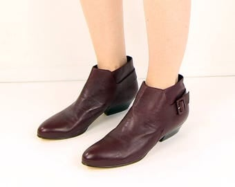 VINTAGE Ankle Boots Size 10 Burgundy Leather 1980s Pixie