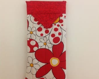 """Red and White Floral Quilted Fabric Eyeglasses Snap Case 3-1/4"""" X 6-1/4"""""""